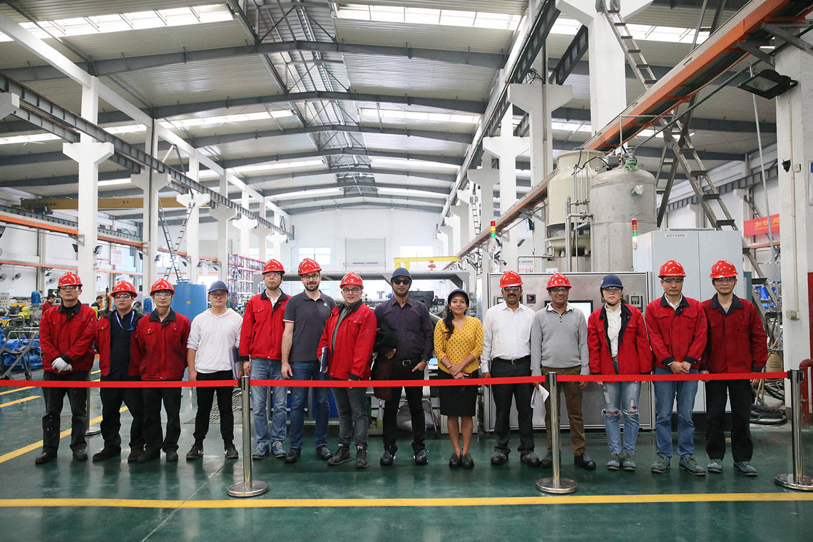 Many customers visit our factory